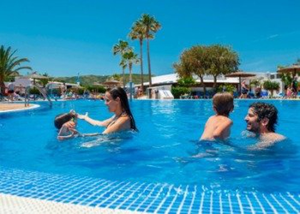 Pools carema club resort menorca